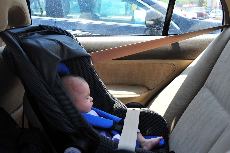 Im Auto können schnell lebensbedrohliche Temperaturen herrschen (Symbolbild)