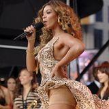 """Katie Holmes, Gwyneth Paltrow, Oprah Winfrey und ja, eben auch Beyoncé sind große Fans von Spanx. Die Shapingwear unterstützt die natürlichen Körperkonturen und """"schummelt"""" lästige Pölsterchen weg. Außerdem können die Höschen ganz nebenbei noch den Po anheben."""