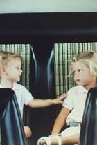 Bei diesem süßen Schwesternpaar handelt es sich um zwei der erfolgreichsten Models dieser Zeit: Bella und Gigi Hadid. Mit 2 Jahren stand Gigi (rechts) zum ersten Mal als Model vor der Kamera, bei ihrer jüngeren Schwester Bella wurde das Talent erst später entdeckt.