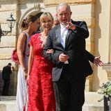 Schauspieler Harald Krassnitzer und seine FrauAnn-Kathrin Kramer nehmen die Fotografen ins Visier.