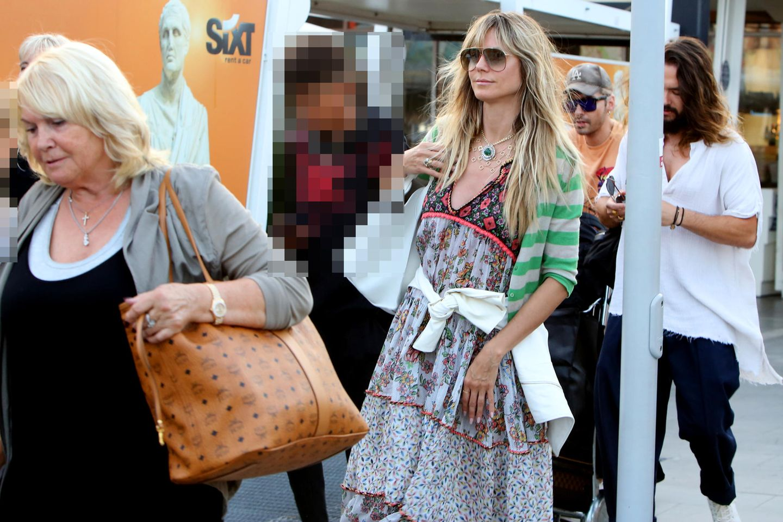 Erna Klum, Bill Kaulitz, Tom Kaulitz und Heidi Klumkommen in Neapel an. Heidi Klums Kinder sind auch dabei.