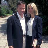 """Phil Hartman  Nach einem Streit wird """"Saturday Night Live""""-Comedian Phil Hartman am 28. Mai 1998 im Schlafvon seiner dritten Frau Brynn (r.) erschossen. Diese tötet sich nach der Tat selbst, in ihrem Blut werden Alkohol und Kokain gefunden. Das Paar war zehn Jahre verheiratet und hinterlässt zwei Kinder."""