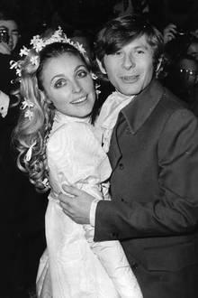 Die 26-jährige Sharon Tate (hier bei ihrer Hochzeit mit Roman Polanski)ist zum Zeitpunkt ihres Todes im neunten Monat schwanger. Die Anhänger von Charles Manson verüben zwei weitere Morde. Manson stirbt 2017 im Gefängnis.