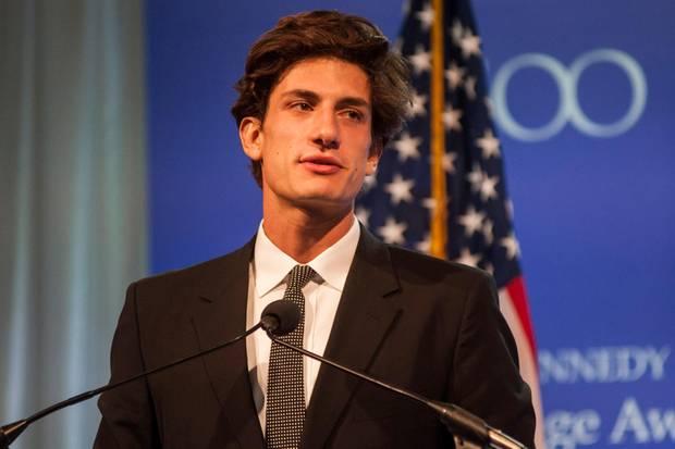 """Der 1993 geborene John """"Jack""""Schlossberg ist das jüngste Kind und der einzige Sohn von Caroline Kennedy und Edwin Schlossberg."""