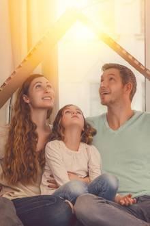 Familie plant Hausbau
