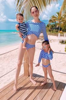 Wenn Mami ein Supermodel ist, sind die Kinder auch kleine Profis im Posen. Coco Rocha und ihre süßen Mini-Mes Iver und Ioni Conran könnten jedenfalls nicht stylischer urlauben.