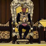30. Juli 2019  Malaysias neuer König Sultan Abdullah wird in einer prunkvollen Zeremonie offiziell in sein Amt eingeführt. Bereits seit Januar ist er Nachfolger von Muhammad V., der wegen seiner Heirat mit einer russischen Schönheitskönigin überraschend abgedankt hat.