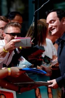 Regisseur Quentin Tarantino genießt das Bad in der Menge.