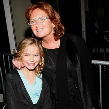 Saoirse Kennedy Hill (l.) mit ihrer Mutter Courtney Kennedy Hill im Jahr 2006