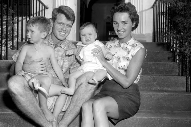 Robert F. Kennedy und seine Frau Ethel haben zusammen elf Kinder, darunter die Mutter der nun an einer Überdosis verstorbenen Saoirse Kennedy Hill.