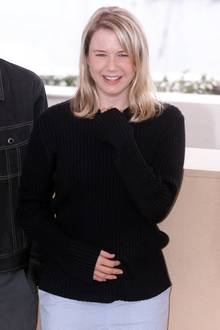 """Renee Zellweger spielte sich als pummelige """"Bridget Jones"""" in die Herzen unzähliger Fans. Dass von diesem Charakter und den Extrapfunden mittlerweile nichts mehr zu sehen ist, zeigen neue Fotos immer wieder."""