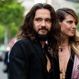 2019  Kurz vor seiner Hochzeit mit Heidi Klum wagt es Tom Kaulitz immer öfter, seine Haare offen zu tragen. Steht ihm, finden wir.