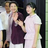 1. August 2019  Prinzessin Aiko winkt lächelnd neben ihrer Mutter, Kaiserin Masako.