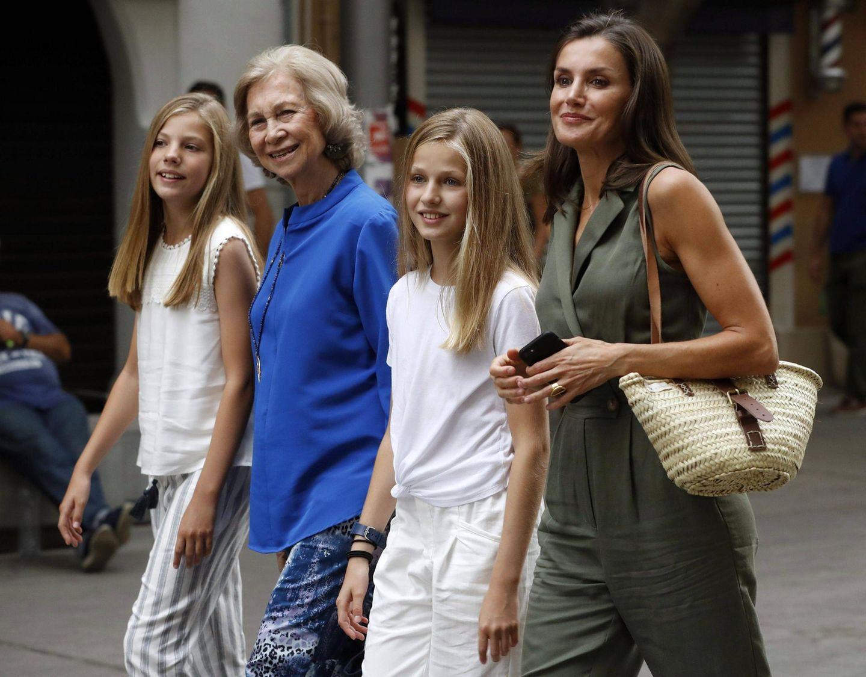 1. August 2019  Mädelsclique: Abends geht's für Prinzessin Sofía und Prinzessin Leonor zusammen mit ihrer Mutter Königin Letizia sowie ihrer Oma Königin Sofia ins Kino.