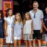 1. August 2019  Königin Letizia begleitet mitPrinzessin Leonor und Prinzessin SofíaKönig Felipe zum Königlichen Jachthafen von Palma de Mallorca. Felipe nimmt von dort aus an seiner Lieblingsregatta, der 38. Copa del Rey,teil.