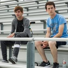 """V.l.: Miles Heizer (Alex Standall) und Dylan Minette (Clay Jensen) in """"Tote Mädchen lügen nicht"""""""
