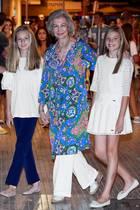 """Der Ballett-Klassiker """"Schwanensee"""" stand für die Damen der spanischen Königsfamilie an, und ins Auditorium von Palma de Mallorca kommen alle vier in ihren ganz eigenen Looks."""