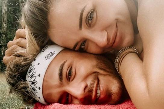"""""""... wenn du nicht damit rechnest, dann haut es dich einfach um"""", schreibt Cathy Lugner zu dem ersten veröffentlichten Instagram-Foto mit ihrem neuen Freund Maurice am 4. August."""
