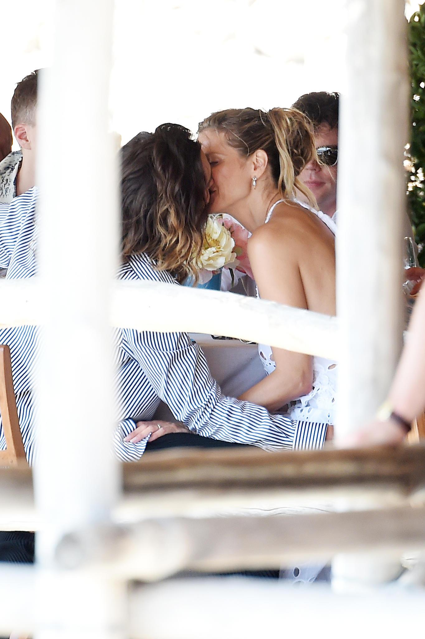 Amore, amore! Heidi Klum und Tom Kaulitz können die Finger nicht voneinander lassen. Ach, muss Liebe schön sein!