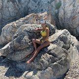 27. Juli 2019  In Italien urlaubt auch Kourtney Kardashian. In ihrem gelben Bikini sorgt sie für einen schönen Farbklecks auf dem felsigen Foto. Für einen kleinen Tauchgang hat Kourtney ihre Taucherbrille dabei.