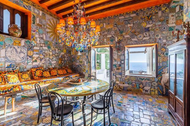 Unverkennbar D&G: Überall im Haus finden sich die markanten und farbenfrohen Designs des italienischen Duos wieder.