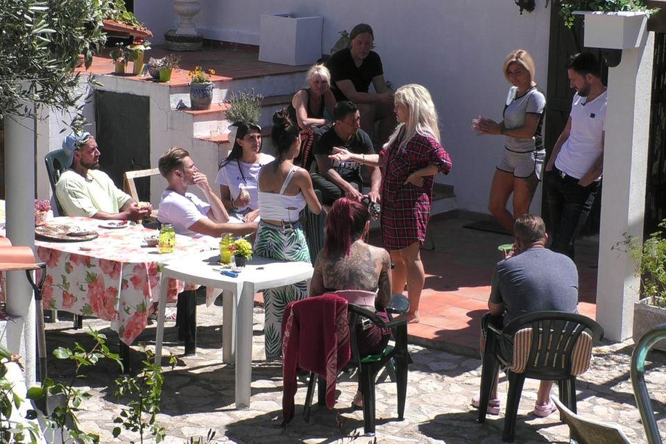 """Im """"Sommerhaus der Stars"""" gibt es neue Mitbewohner: Sabrina Lange und ihr Partner sind die Nachzügler"""