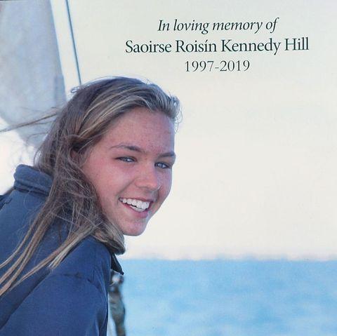 Dieses Gedenkblatt erinnert an Saoirse Kennedy Hill.