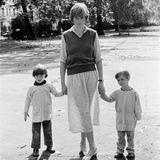 Bevor sie Prinz Charles heiratet, arbeitet Diana Spencer als Babysitterin, Tanzlehrerin undKindergärtnerin.