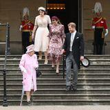 Prinzessin Eugenie und Prinzessin Beatrice sind nicht nur in royalen Kreisen bestens vernetzt. Die Enkelinnen der Queen zählen neben Prinz Harry noch viele weitere bekannte Gesichterzu ihrem Freundeskreis.