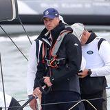 Prinz William zeigt sich auf seinem Segelboot äußerst konzentriert.