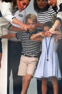 8. August 2019  Während der Siegerehrung der King's Cup Regatta scheinen sich Prinz George und Prinzessin Charlotte nicht sonderlich zu amüsieren.