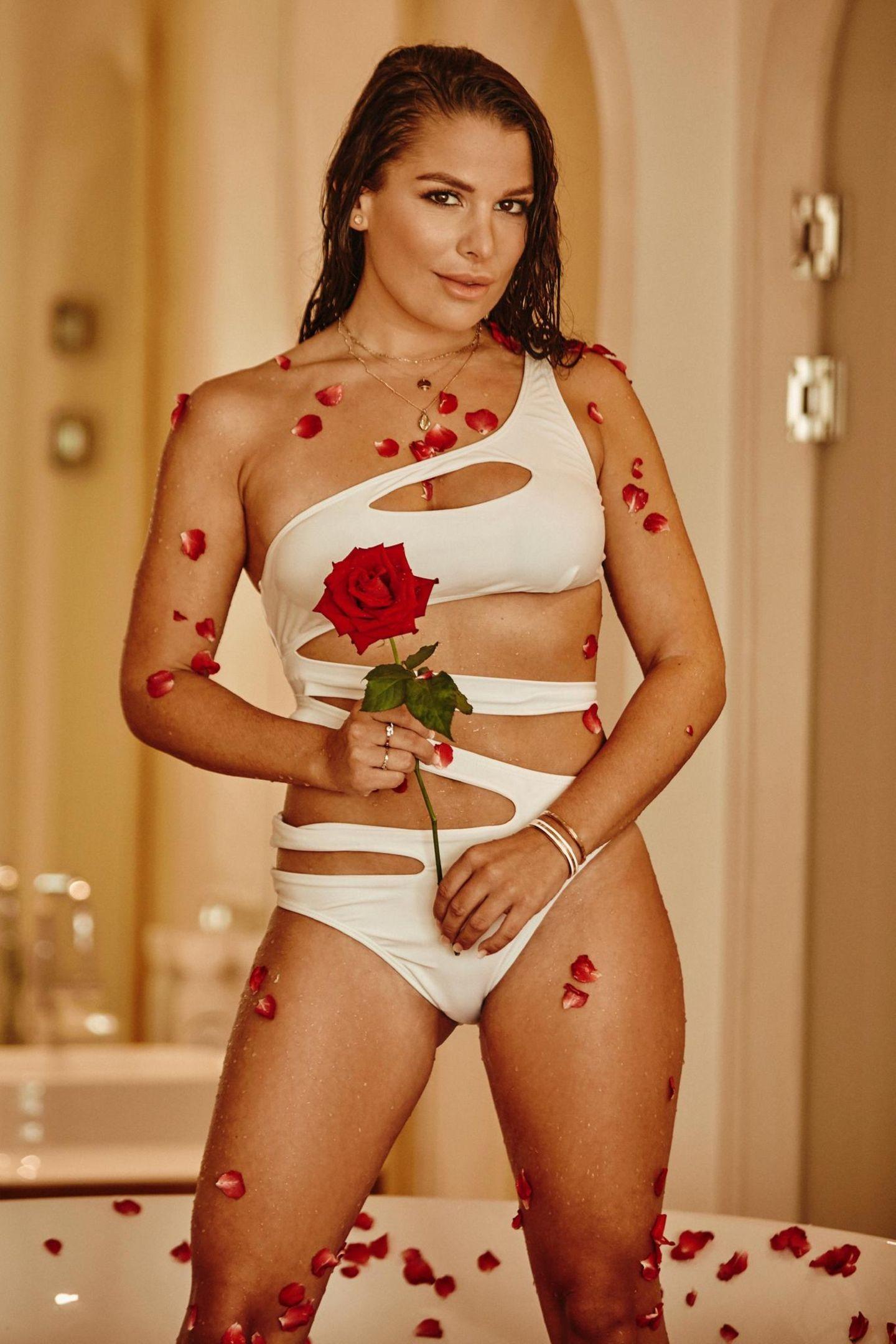 """Meike Emonts (28)   Ein echtes kölsches Mädel fürs Paradies: Vor allem durch ihre laute Art blieb sie in """"Der Bachelor"""" 2018 in Erinnerung."""