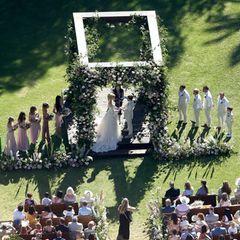"""10. August 2019  Jetzt hat es endlich geklappt! Nach zwei gelösten Verlobungen, die zweite mit Hollywood-Star Kate Hudson, ist """"Muse""""-Frontmann Matt Bellamy jetzt unter der Haube. Nach vier Jahren Beziehung heiratete er seine Verlobte Elle Evans in einer sommerlichen Zeremonie mit Freunden und Familie in Malibu."""