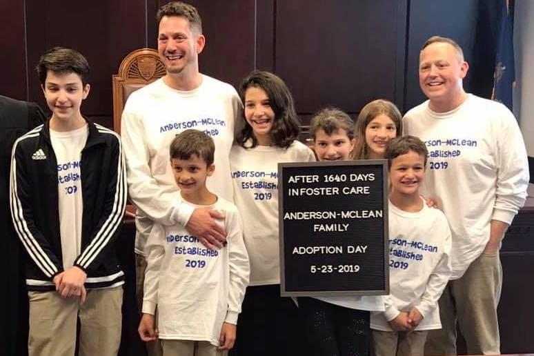 Rob und Steve mit ihren sechs Kindern