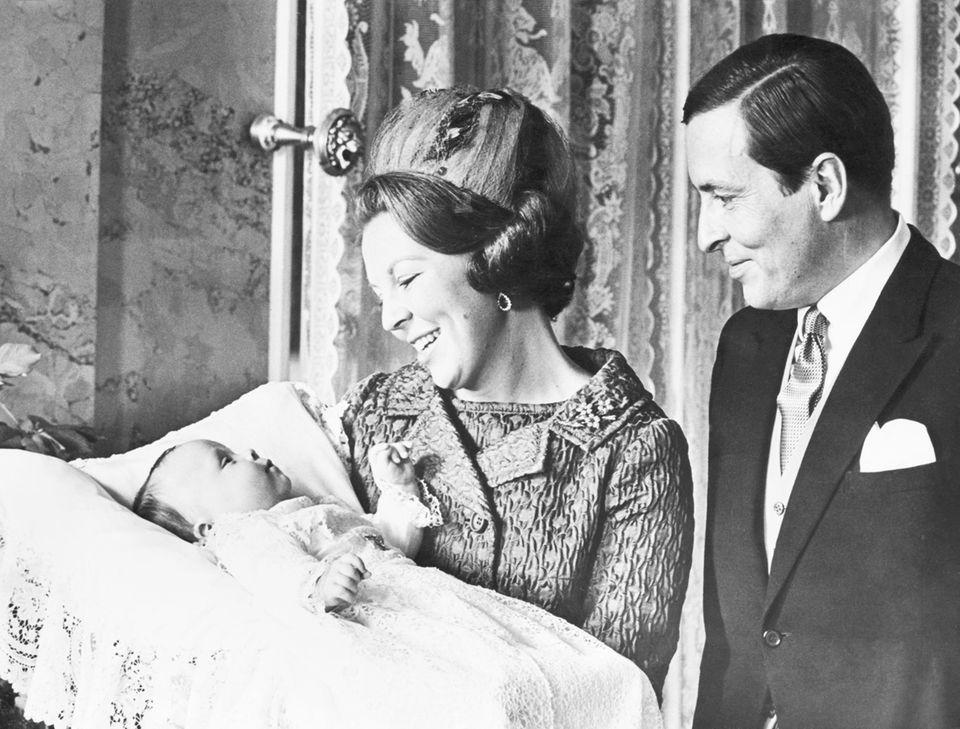 Am 25. September 1968 wird Prinz Johan Friso Bernhard Christiaan David von Oranien-Nassau von Amsberg in Utrecht geboren. Am Silvestertag findet die Taufe des zweiten Sohnes von Königin Beatrix und PrinzClaus im Palais Soestdijk statt.