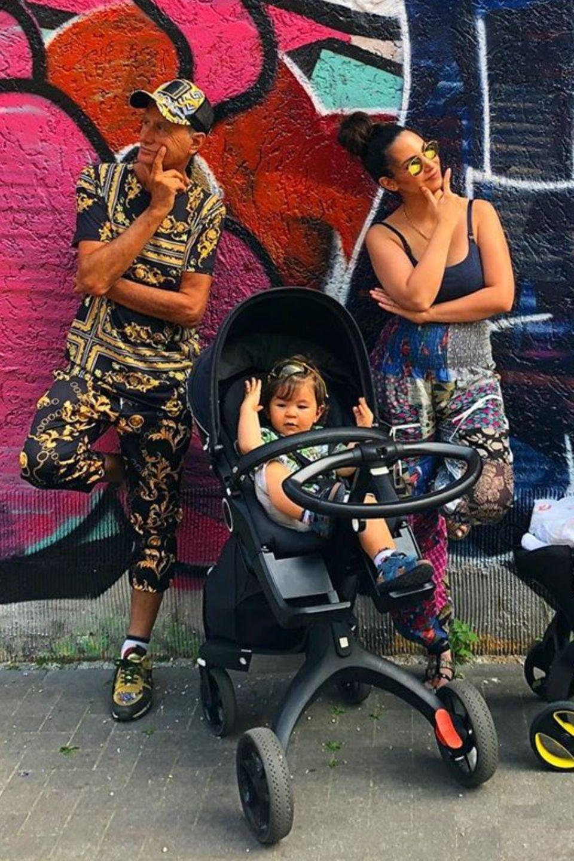 Auf Instagram zeigt uns Sila Sahin ihren coolen Vater. Auch Silas Fangemeinde ist vonZarif Zeki Sahin begeistert. Da wird die Tatsache, dass erstmals Silas beide Kinder gemeinsam auf einem Bild sind glatt zur Nebensache.