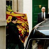 """Nach einem weiteren Schlaganfall stirbt sie am 9. Februar 2002 im Alter von 72 Jahren in einem Londoner Krankenhaus. Ihre Urne wird in der """"St. George's Chapel"""" auf Schloss Windsor im Grab ihrer Eltern beigesetzt."""