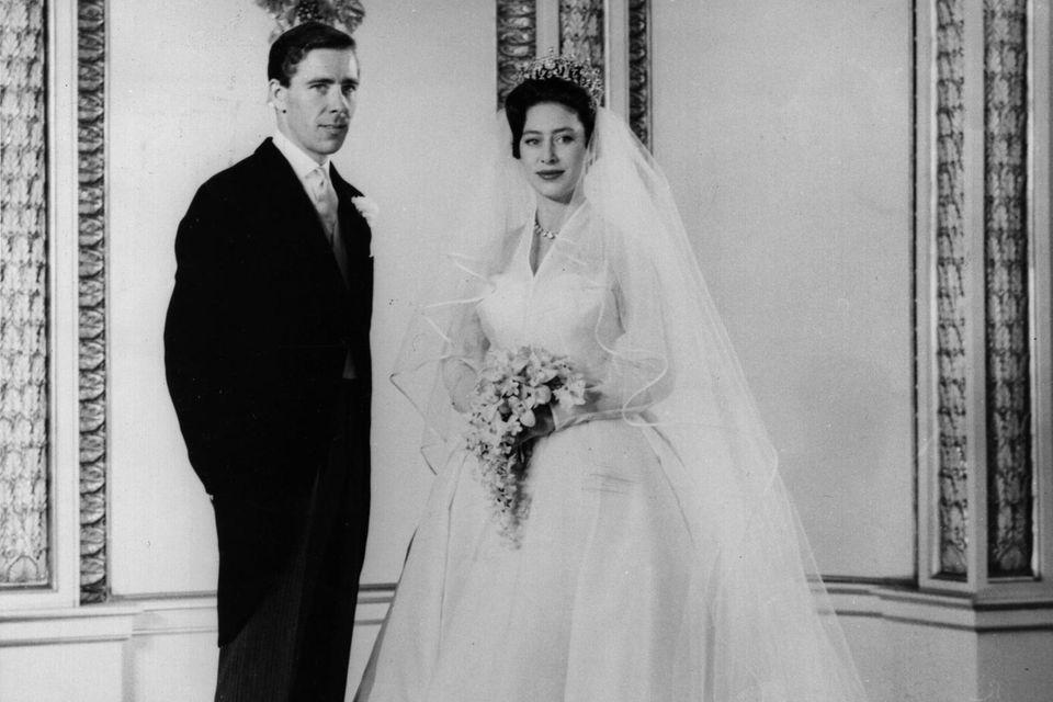 1960 heiratet sie schließlich den Fotografen Antony Armstrong-Jones.