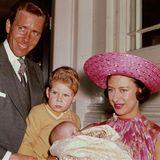 1964 erblickt ihre Tochter Lady Sarah Armstrong-Jones das Licht der Welt.