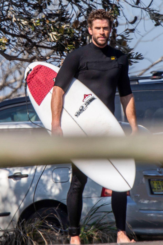 Liam Hemsworth wurde im australischen Byron Bay beim Surfen gesichtet