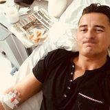 """Schweren Herzens muss Andreas Gabalier ein geplantes Konzert absagen. Der """"Volks-Rock'n'Roller"""" ist mit einer Lebensmittelvergiftung ins Krankenhaus gekommen, befindet sich aber zum Glück bereits auf dem Weg der Besserung."""