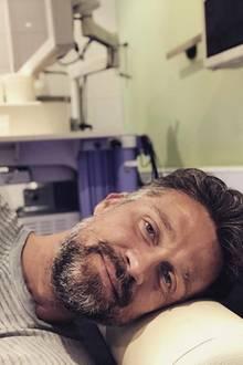 """""""Vorsorge ist besser als Nachsorge"""": Und deswegen begibt sich Wayne Carpendale zur Darmkrebsvorsorge in die die Klinik."""