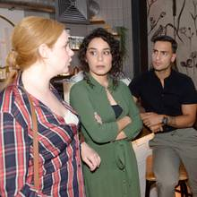 V.l.: Toni (Olivia Marei), Shirin (Gamze Senol), Nihat (Timur Ülker), Tuner (Thomas Drechsel)