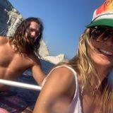 Glücklich lächelt Heidi in die Kamera und teilt jede Menge Flitterwochenfotos auf Instagram.