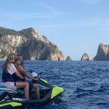 Das frisch verheiratete Paar liebt es, auf dem Jetski im Mittelmeer zu cruisen.