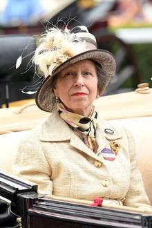Prinzessin Anne, als älteste Tochter der Queen die derzeitige Princess Royal,ist heute selbst schon vierfache Großmutter. Vier bezaubernde Enkelinnen versüßen der leidenschaftlichen Reiterin Anne das royale Leben.