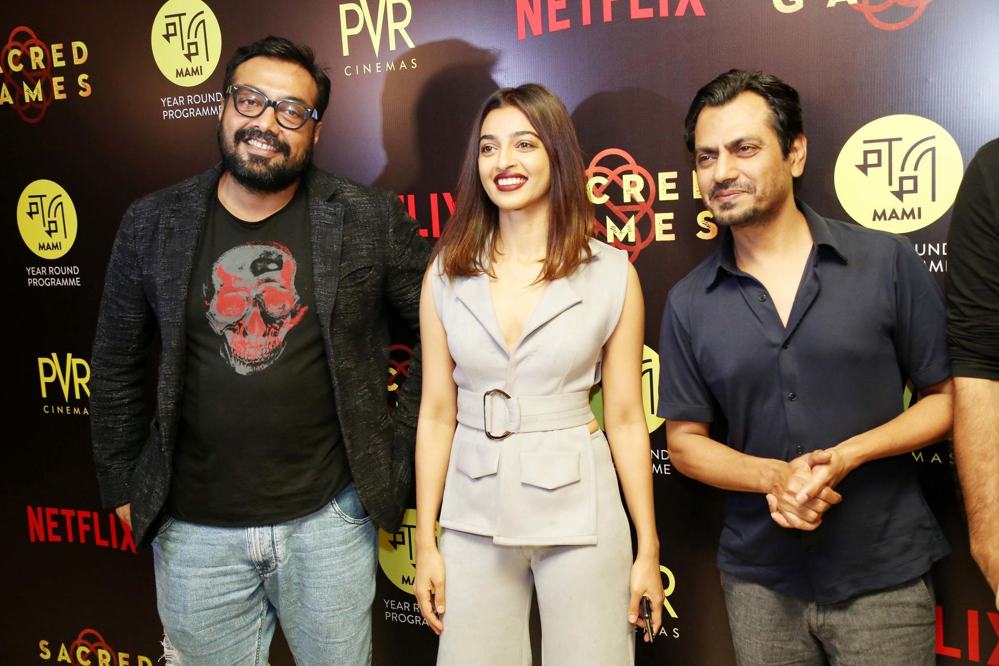 """Elnaaz' Kollegen Nawazuddin Siddique und Radhika Apte und der RegisseurAnurag Kashyap bei der Premiere von """"Sacred Games"""""""