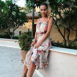 Das Model Ann-Kathrin Götze und die Influencerin Mandy Bork verbindet nicht nur eine Freundschaft, sondern auch einen ähnlichen Mode-Geschmack. Denn auch Ann-Kathrin schickt ihren FollowernUrlaubsgrüße in einen der begehrten Sommerkleidern von Zimmermann.