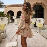 Ein Design, das auch Ann-Kathrin Götze an heißen Tagen liebt. Das Minikleid mit Puffärmeln und Rüschen-Applikationen kostet rund 520 Euro.
