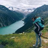 16. August 2019  Traumpaar mit Traumblick: Ronja Forcher und Felix Briegel entdecken gemeinsam die Welt und fangen beim Wandernin den Tiroler Alpen schon mal an.